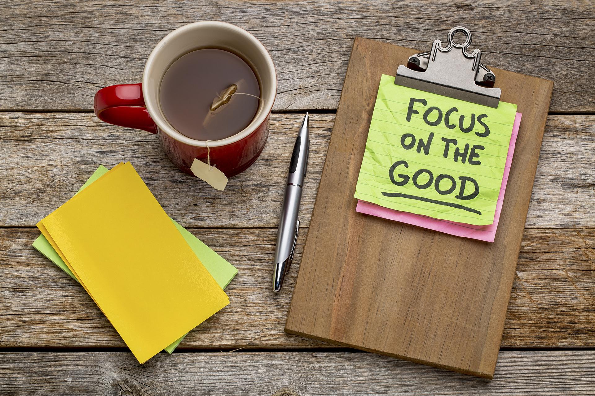 Muistio, joka muistuttaa keskittymään hyvään